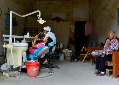 Dentista / dentist, Village in southeast China.