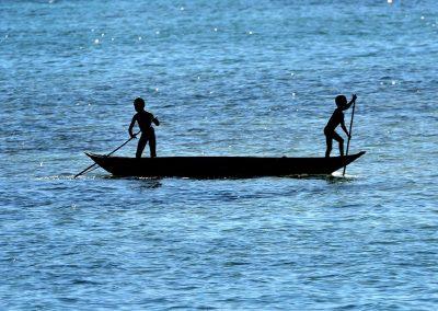 Niños y barca, Ile Saint Marie, Madagascar.