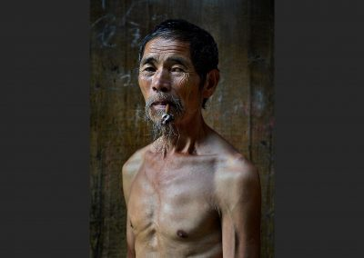 Fumador de pipa / Pipe smoker, Southeast China.