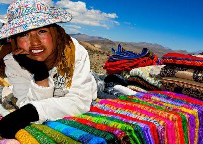 Puesto de telas en la carretera / Fabrics shop in the road, Perú.