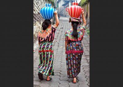 Porteadoras de agua / carriers of water., Guatemala