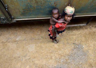 Niños en el Tren de la Selva / Children train of the forest, Madagascar