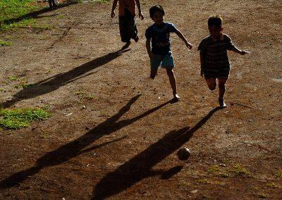 Juego de niños / A play of children., Swlavesi, Indonesia.